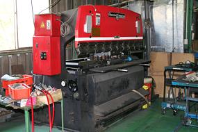 プレスブレーキ 2台 (アマダ製 50TON(1900W)、25TON(1200w)